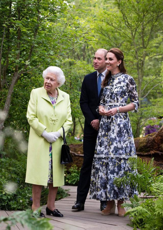 Công nương Kate gây chú ý khi phá vỡ quy tắc, phạm phải điều Nữ hoàng ghét nhất trong sự kiện mới nhưng phản ứng của người đứng đầu hoàng gia mới là điều đáng nói - Ảnh 1.