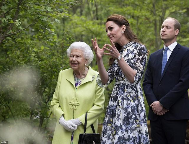 Công nương Kate gây chú ý khi phá vỡ quy tắc, phạm phải điều Nữ hoàng ghét nhất trong sự kiện mới nhưng phản ứng của người đứng đầu hoàng gia mới là điều đáng nói - Ảnh 2.