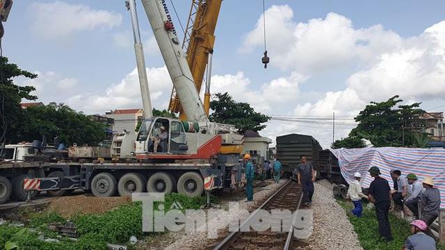 Lộ nguyên nhân vụ tàu trật bánh, lật toa tại Nam Định - Ảnh 1.