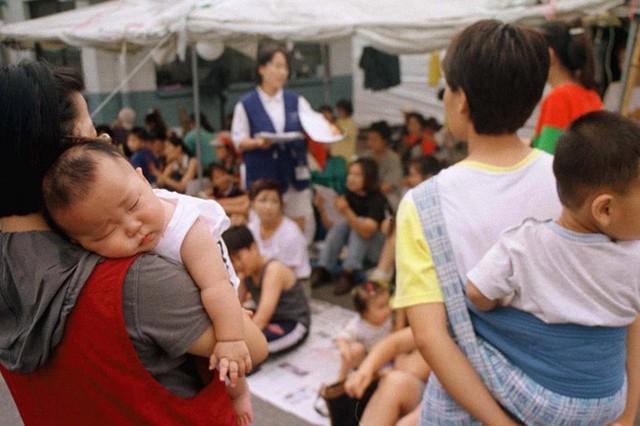 Câu chuyện ám ảnh về người vợ phải dậy từ 4h30 sáng nấu cơm cho mẹ chồng và thế hệ phụ nữ trẻ Hàn Quốc không yêu, không kết hôn, không con cái ngày nay - Ảnh 3.