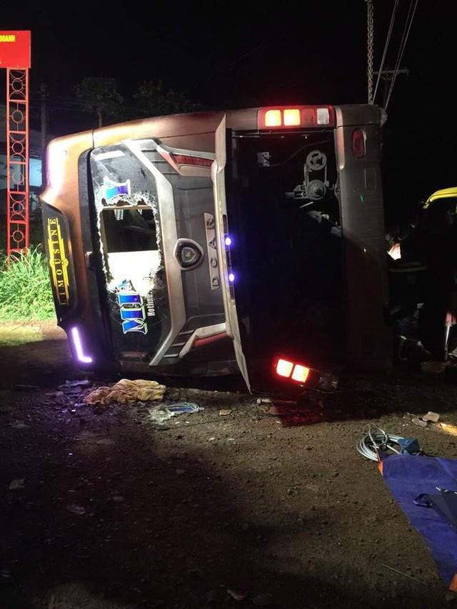 Lật xe khách ở Đồng Nai, 19 người thương vong - Ảnh 1.