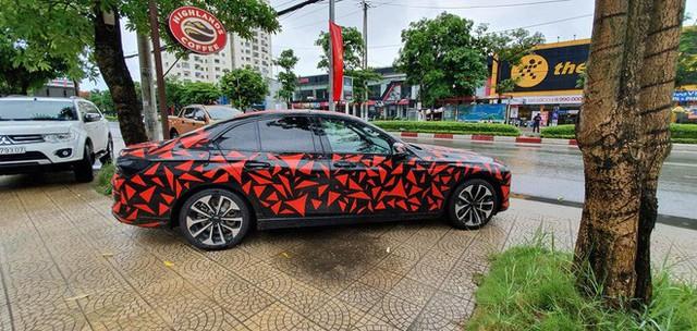 VinFast Lux đi đăng kiểm tại Việt Nam, sẵn sàng bán ra vào tháng sau - Ảnh 4.