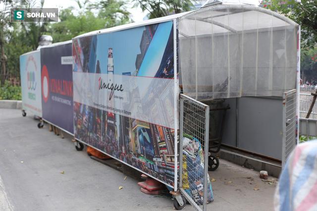 """""""Nhà chờ"""" dành riêng cho xe rác xuất hiện trên nhiều tuyến phố Hà Nội - Ảnh 1."""