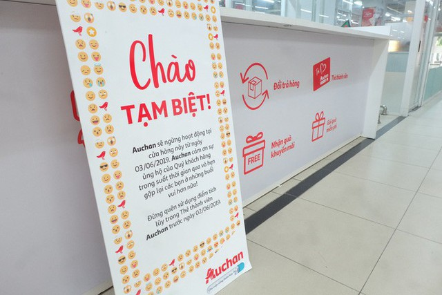 Khi người ta phũ phàng đáp lại lời tạm biệt của Auchan như cách mót hoa và hôi bia trên đường phố: Bao giờ mới hết? - Ảnh 1.