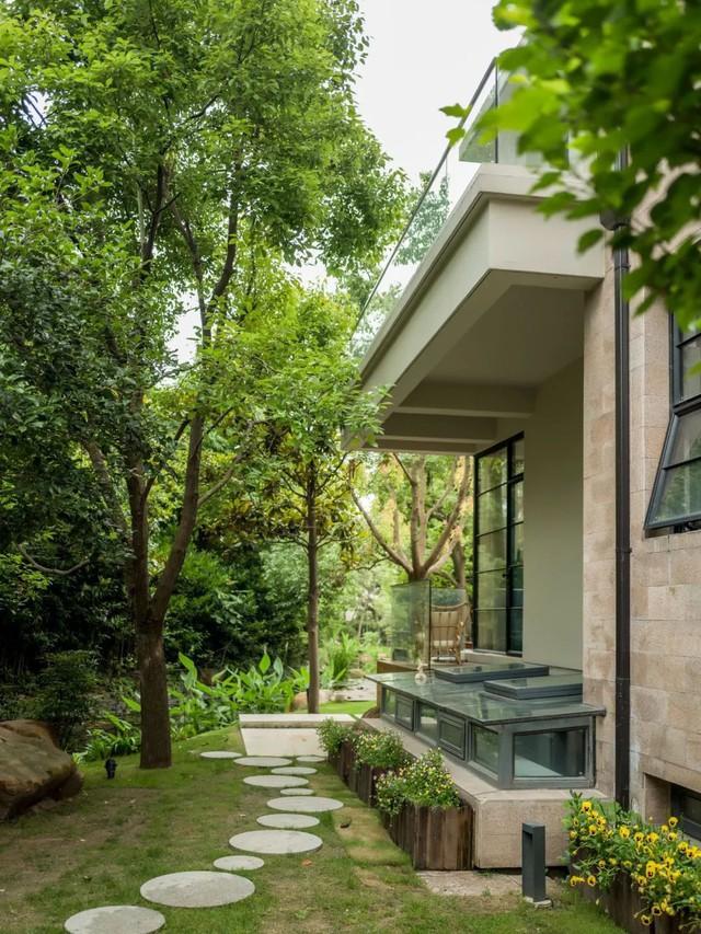 Mong muốn con sống một đời bình an, người mẹ trẻ rời thành phố về ngoại ô xây nhà vườn rộng 1000m² với bể bơi và cây xanh đẹp như mơ  - Ảnh 12.