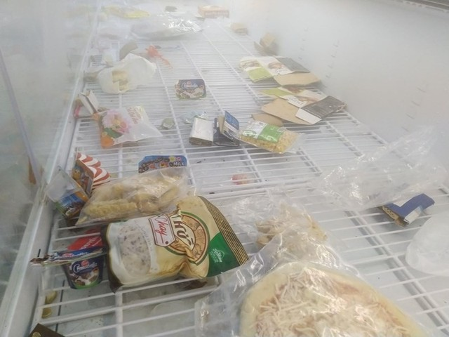 Siêu thị Auchan trống trơn sau 6 ngày xả hàng giảm giá - Ảnh 8.