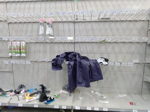 Siêu thị Auchan trống trơn sau 6 ngày xả hàng giảm giá - Ảnh 9.
