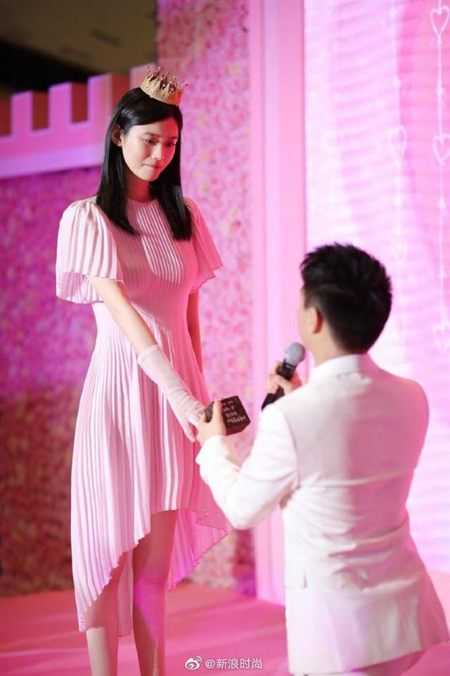 Đệ nhất thiếu gia Trung Quốc: Là con trai vua sòng bạc, thiên tài toán học, yêu thiên thần nội y Victorias Secret - Ảnh 9.