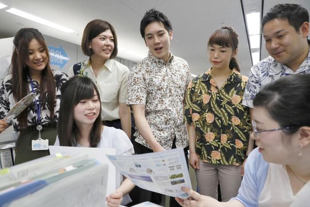 Dân công sở Nhật Bản rủ nhau ăn mặc mát mẻ đi làm, lý do đằng sau khiến cả thế giới nể phục - Ảnh 1.