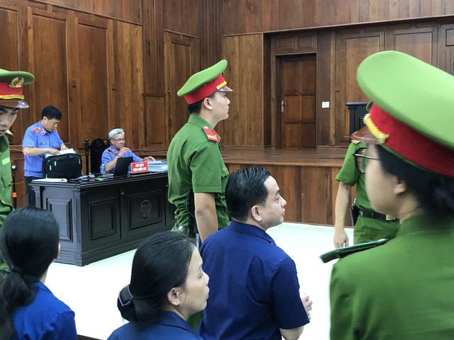 Vụ DongABank: VKS đề nghị khởi tố thêm trợ lý cựu TGĐ Trần Phương Bình, bác bỏ yêu cầu nhận trách nhiệm thay cho cấp dưới - Ảnh 1.