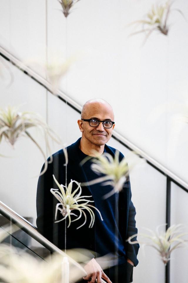 Một Microsoft lỗi thời lột xác ngoạn mục dưới thời của Satya Nadella: Lượng thuê bao cao hơn Netflix, doanh thu điện toán đám mây vượt Google và trở thành công ty giá trị nhất thế giới - Ảnh 2.