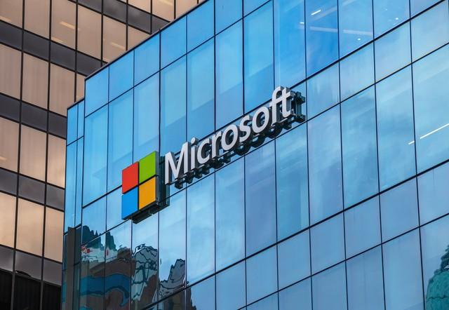 Một Microsoft lỗi thời lột xác ngoạn mục dưới thời của Satya Nadella: Lượng thuê bao cao hơn Netflix, doanh thu điện toán đám mây vượt Google và trở thành công ty giá trị nhất thế giới - Ảnh 3.