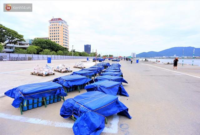 Ảnh: Xâm nhập trận địa pháo hoa khủng trước giờ khai hỏa DIFF 2019 ở Đà Nẵng - Ảnh 2.