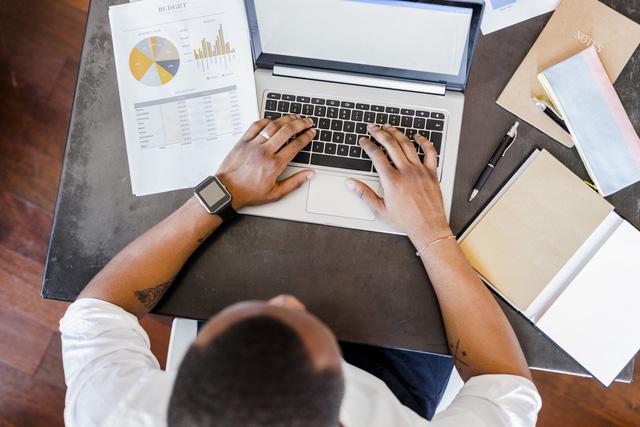 Để tránh bế tắc tại nơi làm việc, hãy ghi nhớ 12 quy tắc sống còn mà dân công sở nào cũng nên biết - Ảnh 2.
