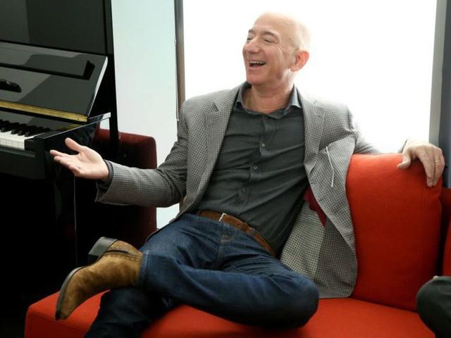 9 sự thật nổ não về sự giàu có tột cùng của CEO Amazon, Jeff Bezos - Ảnh 1.