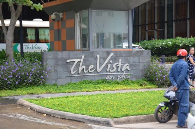 Cháy tại chung cư The Vista An Phú ở Sài Gòn, 1 chiến sĩ PCCC bị ngạt khói - Ảnh 1.