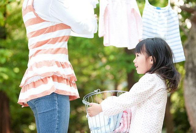 10 dấu hiệu cảnh báo ở con cái cho thấy cách giáo dục của cha mẹ đang có vấn đề, hãy nhìn nhận lại ngay trước khi quá muộn - Ảnh 3.