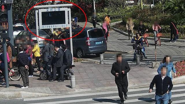 Ở Trung Quốc, đi bộ sai luật cũng sẽ bị trí tuệ nhân tạo phát hiện và xử phạt - Ảnh 1.