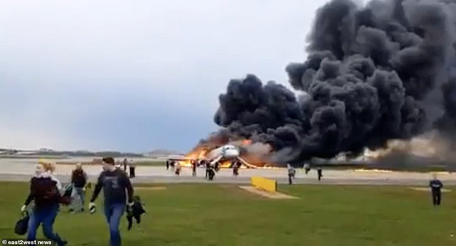 Hiện trường vụ cháy máy bay ở Nga, ít nhất 41 người thiệt mạng - Ảnh 3.