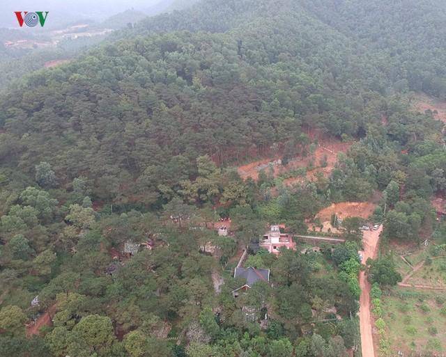 Hà Nội tiếp tục cưỡng chế công trình vi phạm trên đất rừng Sóc Sơn - Ảnh 1.