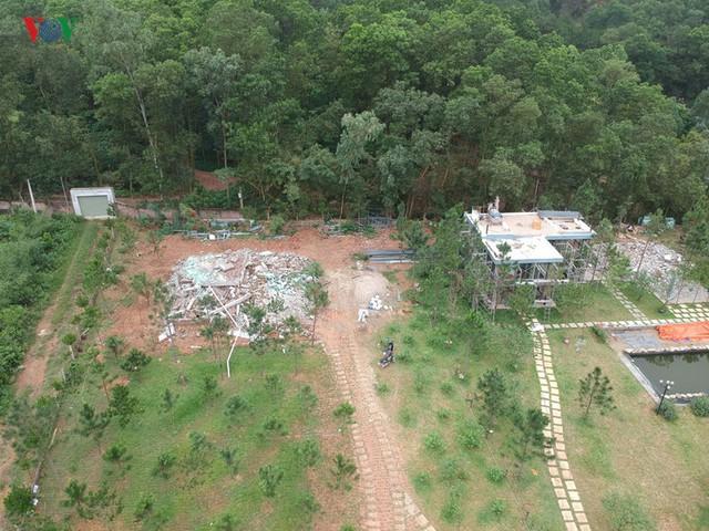 Hà Nội tiếp tục cưỡng chế công trình vi phạm trên đất rừng Sóc Sơn - Ảnh 12.
