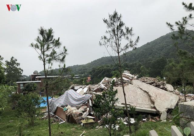 Hà Nội tiếp tục cưỡng chế công trình vi phạm trên đất rừng Sóc Sơn - Ảnh 7.
