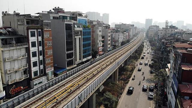 Cận cảnh một số tuyến phố chuẩn bị xén giải phân cách mở rộng lòng đường - Ảnh 1.
