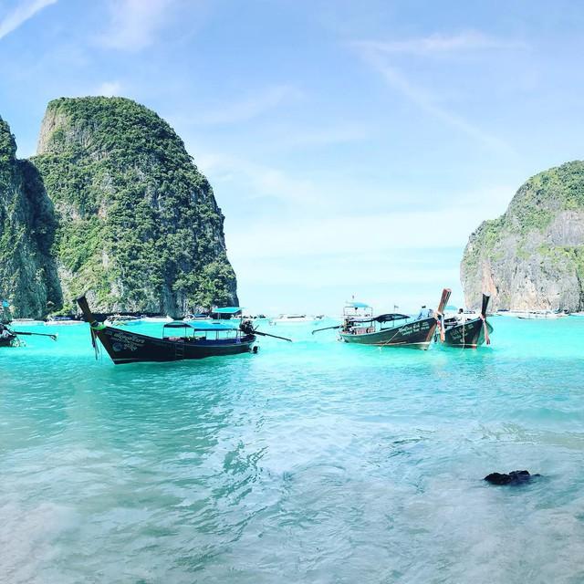 Vịnh biển nổi tiếng tại đảo Koh Phi Phi - Thái Lan cấm khách trong 2 năm tới để phục hồi hệ sinh thái - Ảnh 1.