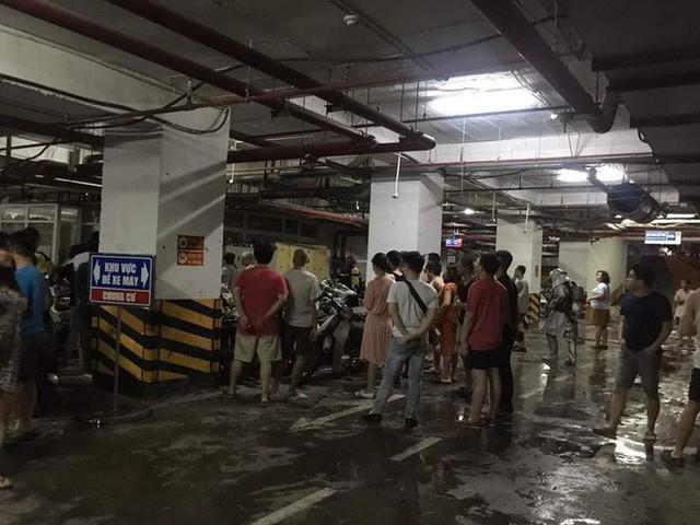 Hà Nội: Cháy tầng hầm chung cư cao cấp Hapulico, hàng trăm người hốt hoảng bỏ chạy - Ảnh 1.