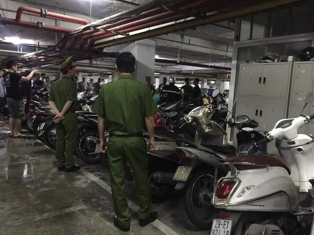 Hà Nội: Cháy tầng hầm chung cư cao cấp Hapulico, hàng trăm người hốt hoảng bỏ chạy - Ảnh 2.