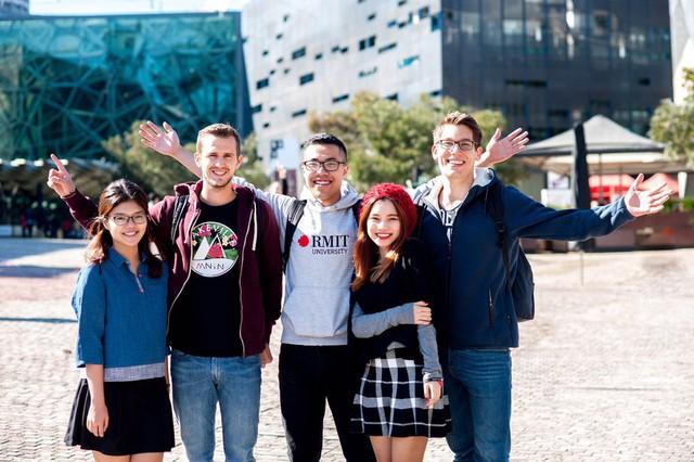 Việt Nam xếp thứ 5 trong các quốc gia Châu Á có học phí trường quốc tế đắt đỏ nhất - Ảnh 1.
