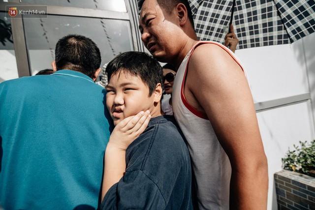 Người dân Hà Nội thích thú trải nghiệm công viên nước hiện đại nhất Thủ đô trong ngày đầu mở cửa - Ảnh 14.