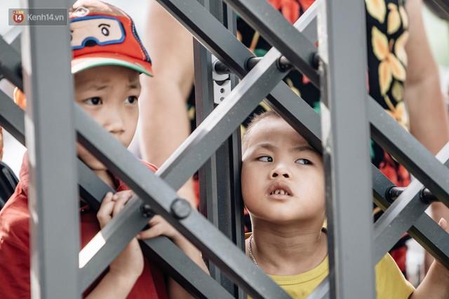 Người dân Hà Nội thích thú trải nghiệm công viên nước hiện đại nhất Thủ đô trong ngày đầu mở cửa - Ảnh 15.