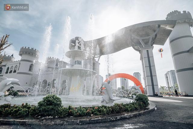 Người dân Hà Nội thích thú trải nghiệm công viên nước hiện đại nhất Thủ đô trong ngày đầu mở cửa - Ảnh 17.