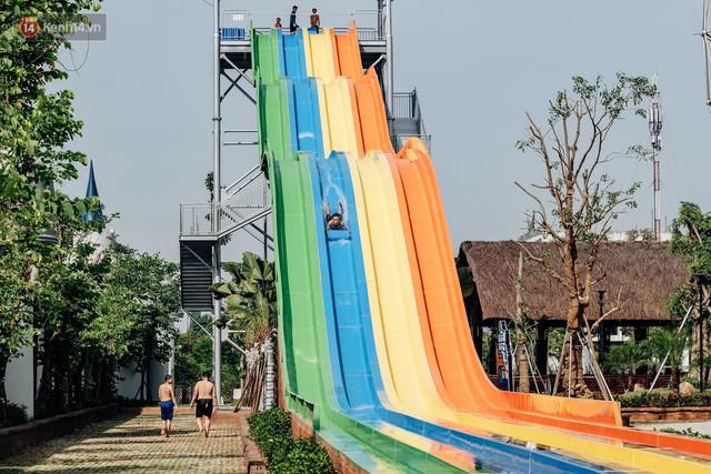 Người dân Hà Nội thích thú trải nghiệm công viên nước hiện đại nhất Thủ đô trong ngày đầu mở cửa - Ảnh 22.