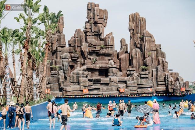 Người dân Hà Nội thích thú trải nghiệm công viên nước hiện đại nhất Thủ đô trong ngày đầu mở cửa - Ảnh 38.