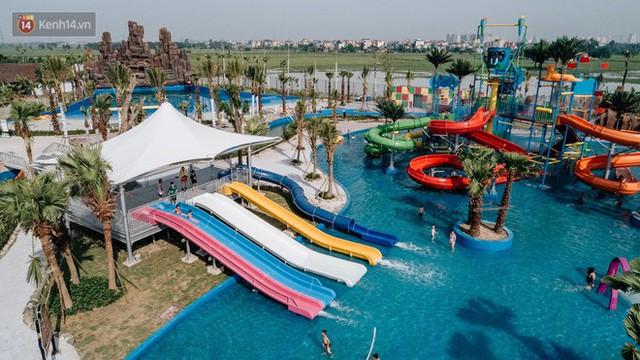 Người dân Hà Nội thích thú trải nghiệm công viên nước hiện đại nhất Thủ đô trong ngày đầu mở cửa - Ảnh 7.
