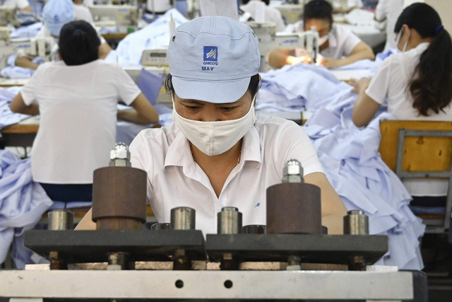 Bloomberg: Việt Nam cần trấn áp hàng Trung giả Việt để tránh thuế xuất sang Mỹ - Ảnh 1.