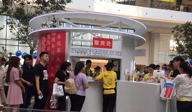 Dân Trung Quốc sẵn sàng chi gần 2 triệu đồng mua 1 cốc trà sữa, xếp hàng 5 tiếng đồng hồ để ủng hộ thương hiệu địa phương giữa tâm bão trade war - Ảnh 2.