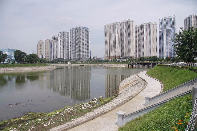 Công viên 300 tỷ cạn nước, ô nhiễm những ngày nắng gắt - Ảnh 12.