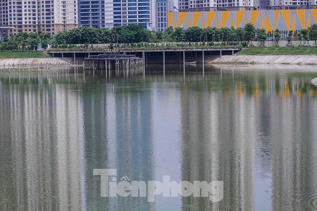 Công viên 300 tỷ cạn nước, ô nhiễm những ngày nắng gắt - Ảnh 7.
