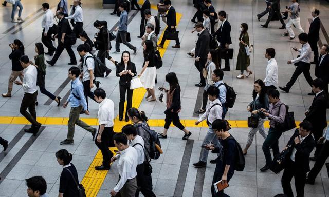 4 dấu hiệu điển hình để nhận biết khủng hoảng kinh tế - Ảnh 2.