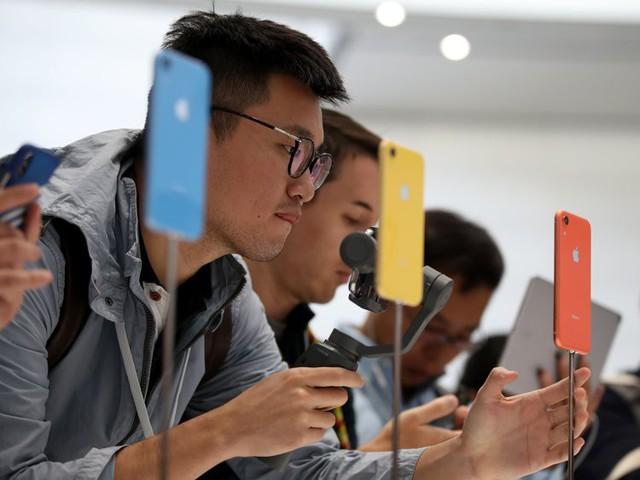 Apple, Foxconn sẵn sàng di dời cơ sở lắp ráp iPhone ra ngoài Trung Quốc - Ảnh 1.