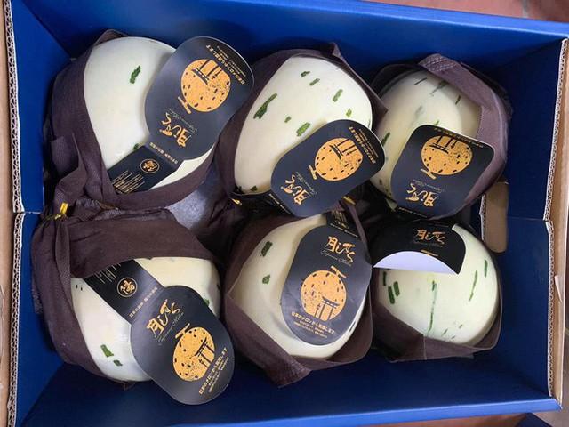 Dưa Nhật Bản ngọt như sữa đắt khách ngày hè nắng nóng - Ảnh 1.