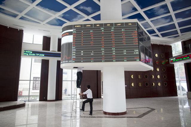 Bloomberg: Việt Nam muốn thu hút thêm nhà đầu tư nước ngoài với các sản phẩm mới - Ảnh 1.