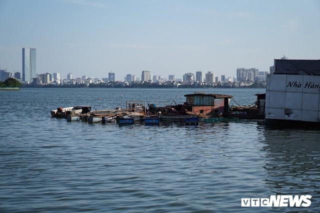 Du thuyền xa hoa một thời hoen gỉ, mục nát trên Hồ Tây - Ảnh 12.