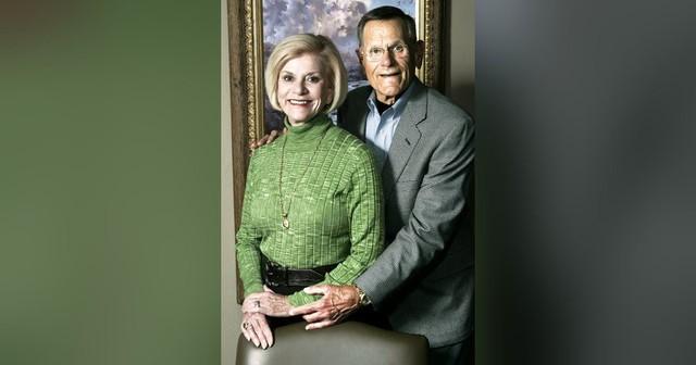 Cùng nhau kinh doanh, các cặp đôi này không những chẳng mâu thuẫn mà còn xây dựng cả đế chế tỷ USD đáng ngưỡng mộ: Thuận vợ thuận chồng, tát biển Đông cũng cạn! - Ảnh 2.