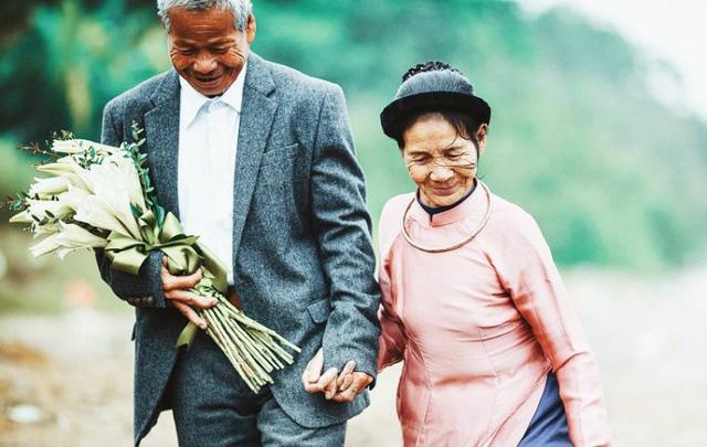 Tiền bạc không làm nên hôn nhân bền vững, một gia đình hạnh phúc hóa ra phụ thuộc vào 5 thói quen cực kỳ đơn giản này: Những ai từng đi qua đổ vỡ mới thấm thía - Ảnh 1.