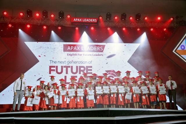 Doanh nhân nhí Bống Chè Bưởi và 500 học viên xuất sắc dự lễ tốt nghiệp Apax Leaders  - Ảnh 2.