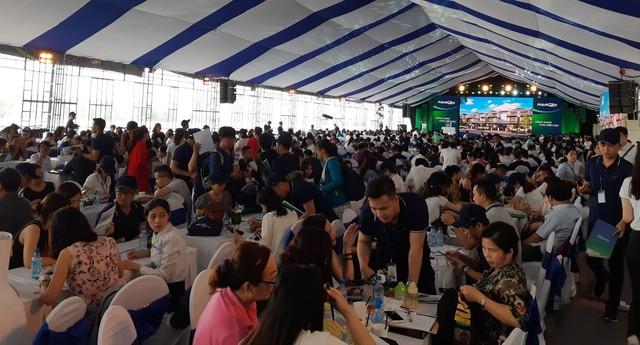 Novaland Expo 2019 hút khách tham quan trong ngày đầu khai mạc - Ảnh 1.